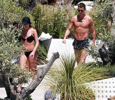 Cristiano Ronaldo & stunning girlfriend Georgina Rodriguez enjoy IBIZA